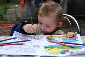 child-colouring-a-book-1392682-m